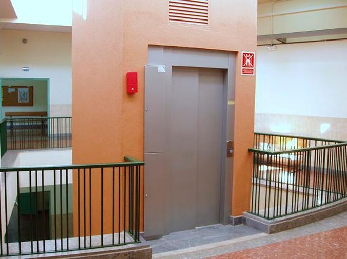 ¿Quién debe pagar por la instalación del ascensor del edificio?