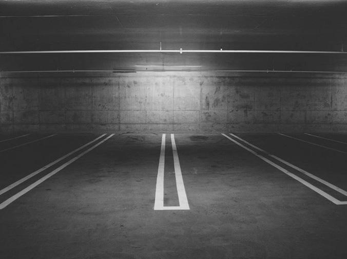 ¿Se pueden aparcar dos vehículos en una misma plaza de garaje?